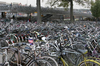A picture named amsterdamBikes.jpg