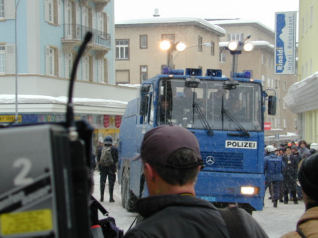 polizei water cannon: